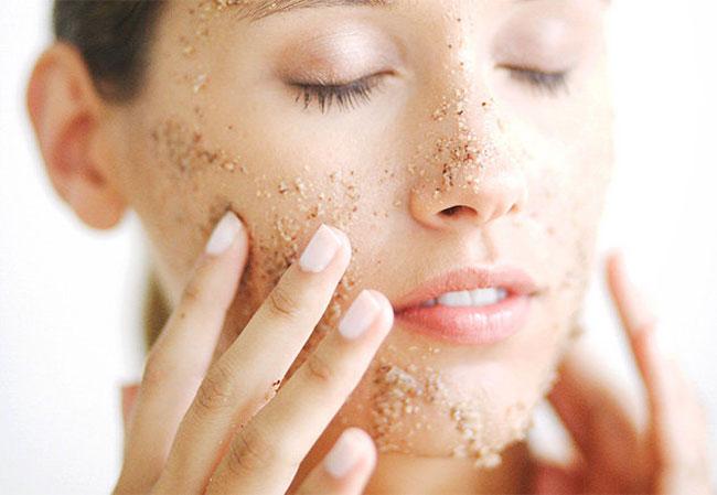 Esfoliare la pelle: quando e perchè
